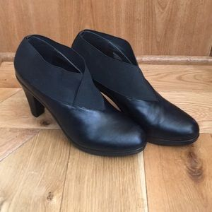 Black bootie style heeled shoes size 10 M